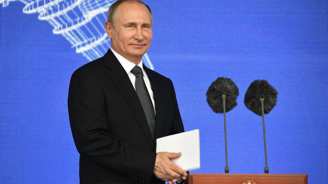 ВРостове президент Российской Федерации опробовал новый комбайн— Путин рулит