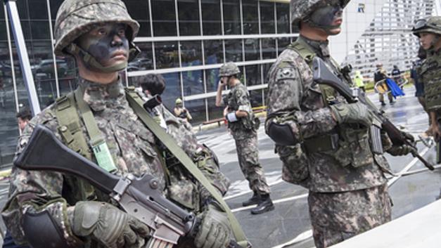 Все ради Помпео: Перед новым саммитом с КНДР Пентагон притормозил военные учения