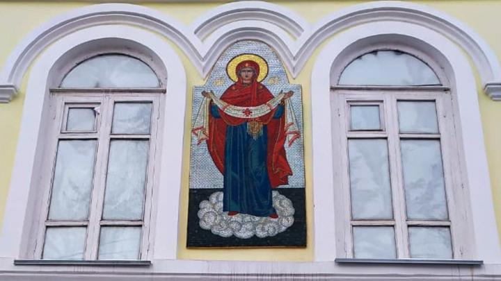 В Кургане епархия поддержала размещение мозаичных икон на фасаде купеческого здания