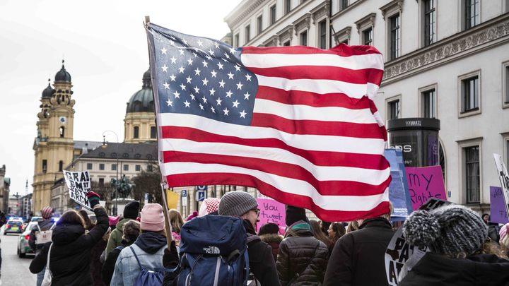 Американские власти обвиняют русских троллей в своих внутренних проблемах