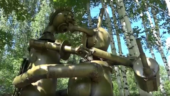 Бывший шахтер из Кузбасса 40 лет строит уникальные детские площадки