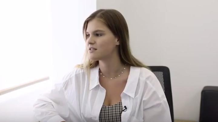 С приветом в документах: В Петербурге девушка сменила фамилию на Добрый вечер