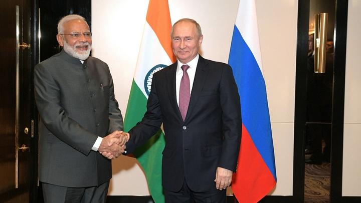 Прибыл во Владивосток: Премьер Индии отчитался  в Twitter о поездке на русском языке