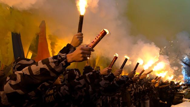Коричневое дно: На Украине эсэсовцев хоронит президентский полк