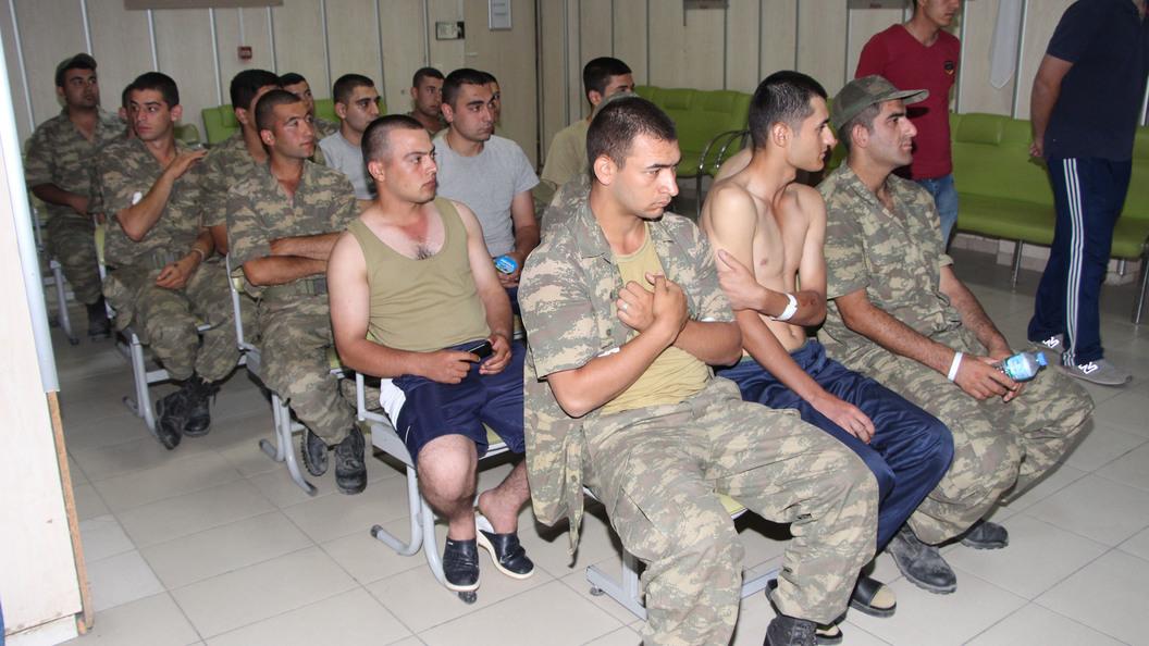 Неменее 730 военных вТурции госпитализировали спищевым отравлением