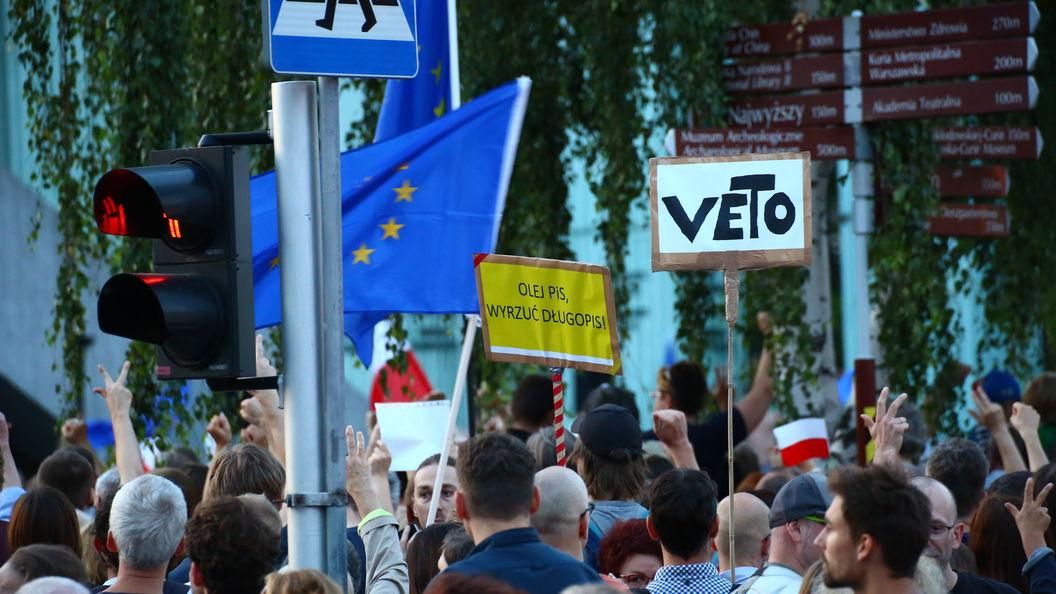 Много на себя берете: Варшава парировала Еврокомиссии на санкционную процедуру