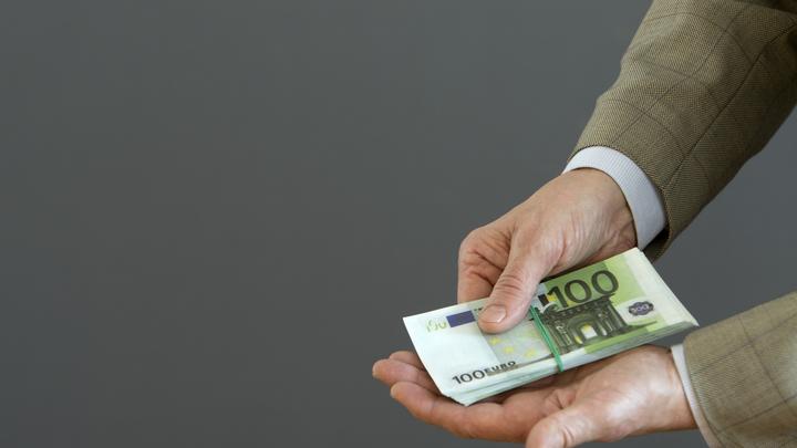 Из России бегут не только деньги, но и чиновники: Попавшимся на взятке избранным дают скрыться за рубеж - Пронько