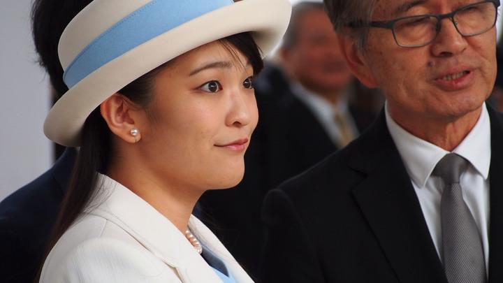 Не всё могут короли: Японской принцессепомешали выйти замуж за простого парня