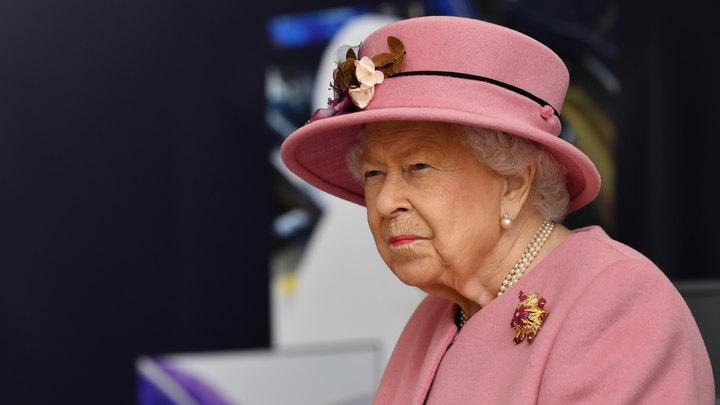 Остановил террориста бивнем нарвала: В Британии королева помиловала убийцу