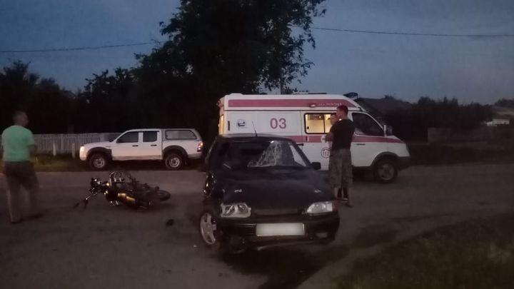 Двое подростков решили покататься на мотоцикле и попали в ДТП