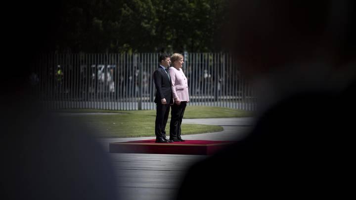Я бы подставил своё мужское плечо: Ляшко раскритиковал Зеленского, не обратившего внимания на состояние Меркель