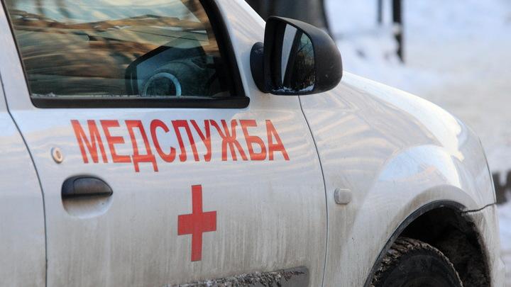 В Петербурге подросток попал в больницу после падения с качелей, состояние тяжелое