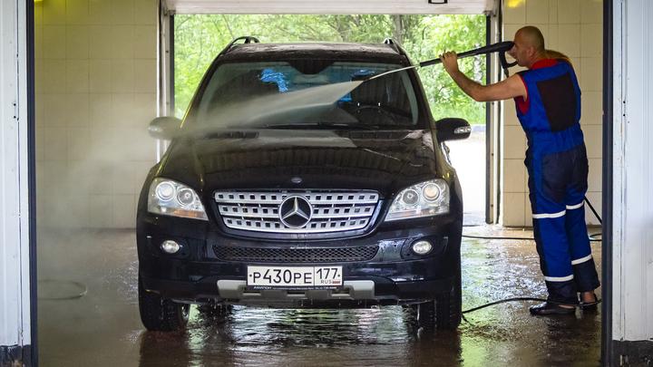 Работники челябинской автомойки угнали Mercedes-Benz клиентки и попали в ДТП