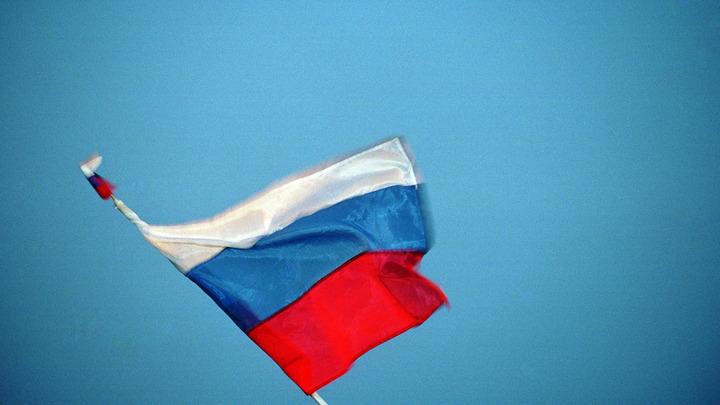На здании МВД в Луганске вывесили российский триколор