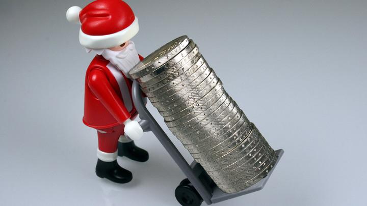 Скоро номер карты будут присылать - Дед Мороз посетовал на меркантильность жителей России