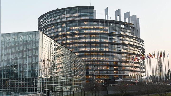 Лжецерковь Украины изгнал из Европарламента борец с бандеровскими флагами