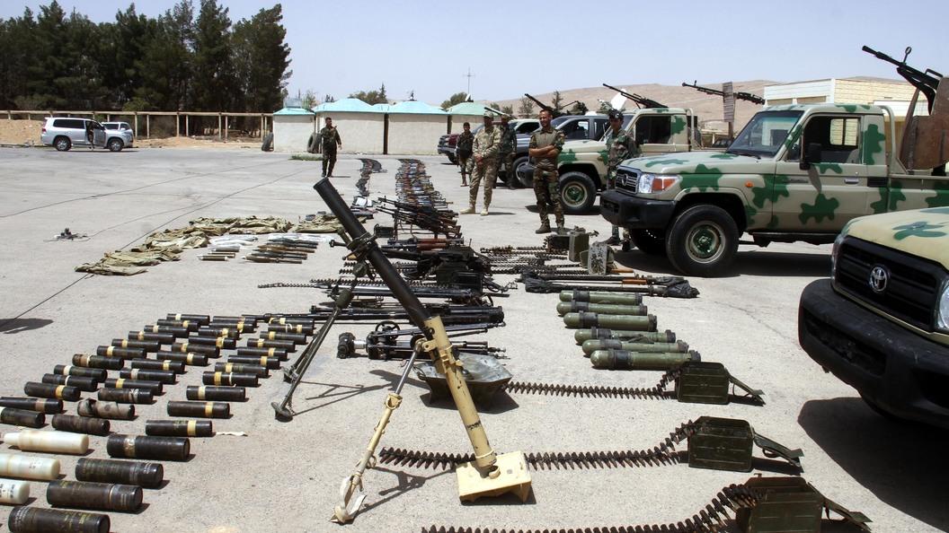 Экстремисты сдали армии Сирии склады сбоеприпасами
