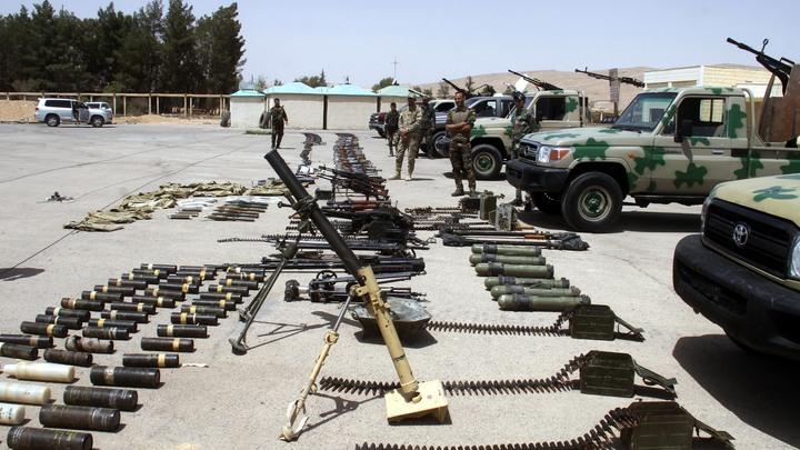 Автоматы больше не в почете: Боевики в Сирии сдали бронетехнику и оружие военным России