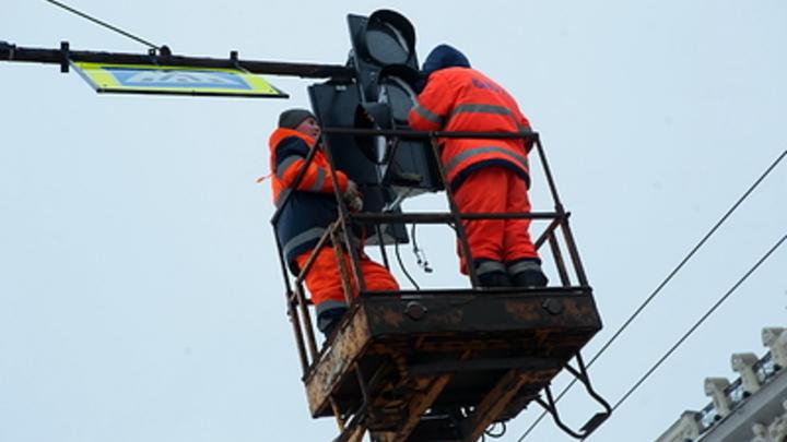 В Челябинске установили светофор на опасном перекрестке Горького и Котина