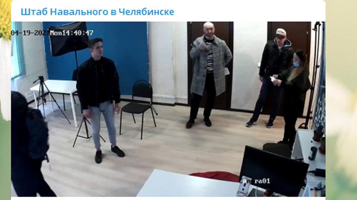 Дверь пришлось вскрывать: в челябинском штабе Навального проходят обыски