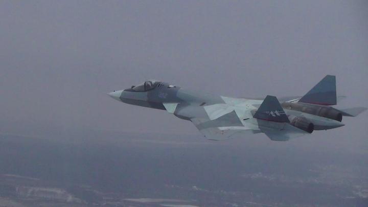 Появилось первое видео российских новейших истребителей, идущих на посадку в Сирии
