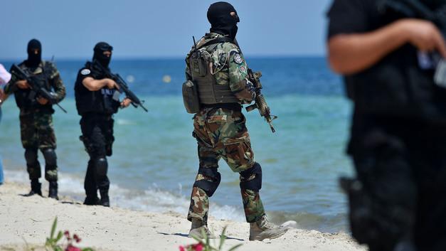 В Тунисе задержали корабль с военной техникой и амуницией