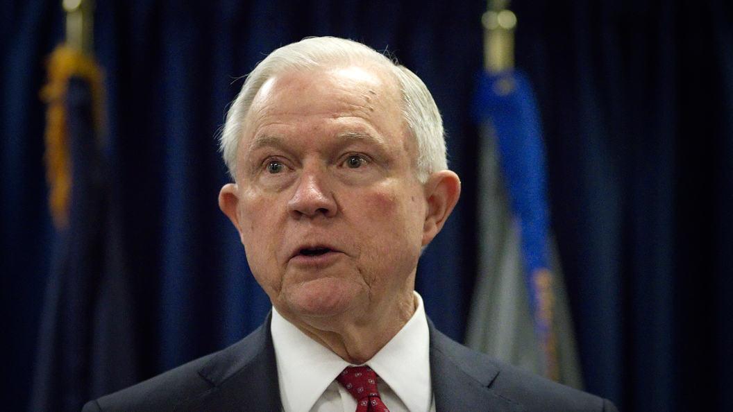 Генеральный прокурор США Сешнс намерен оставаться напосту, пока данного желает Трамп