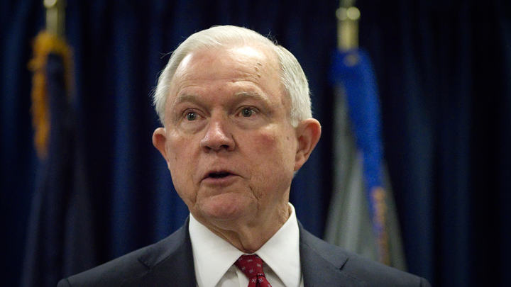 Генпрокурор США Сешнс обещает остаться на посту, пока не надоест Трампу