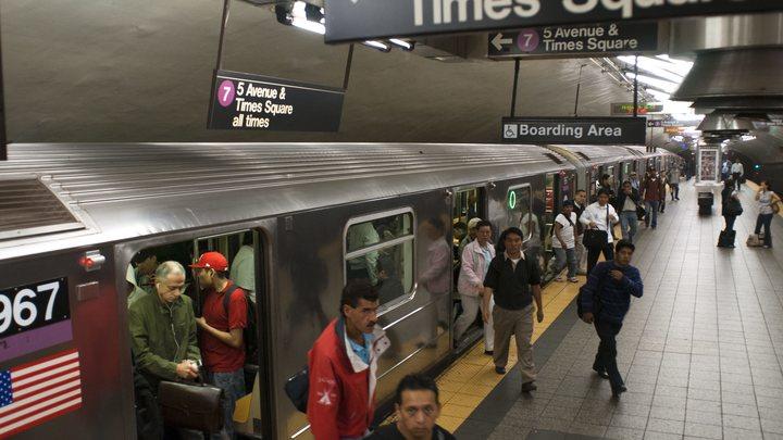 Дружишь с Россией - останешься без работы: В метро США появилась антироссийская реклама - фото
