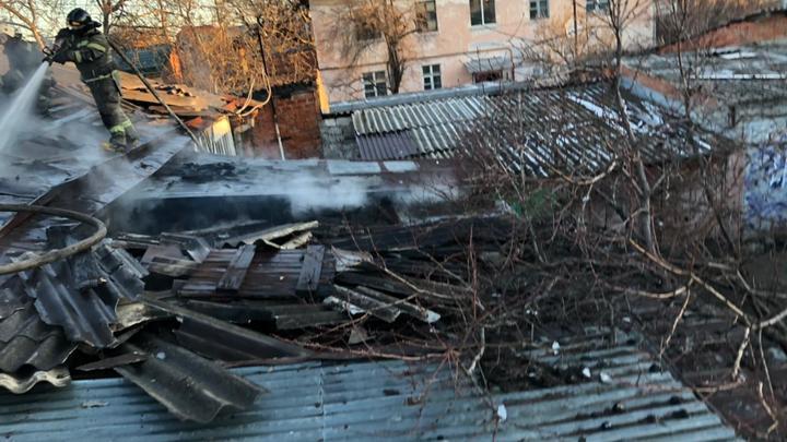 Эвакуировали 15 человек: В Краснодаре сгорел частный дом