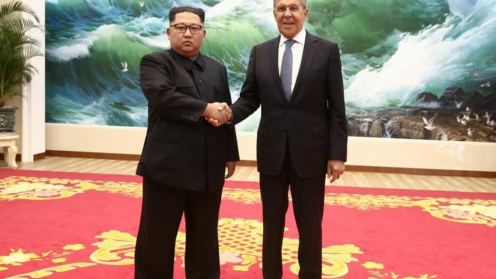 «Ким не выглядит как человек, потерявший связь с реальностью»: Очевидец описал встречу главы КНДР с Лавровым