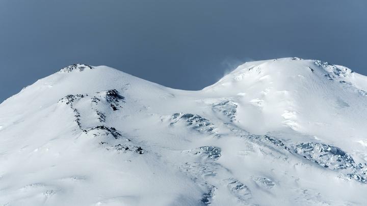 Заблудившиеся на Эльбрусе: При спуске с горы один из десяти альпинистов погиб