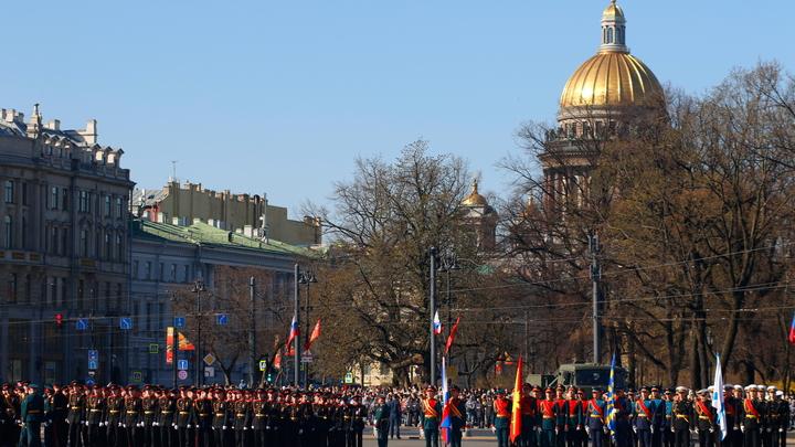 Петербург закрывается из-за коронавируса: рассказываем о запретах