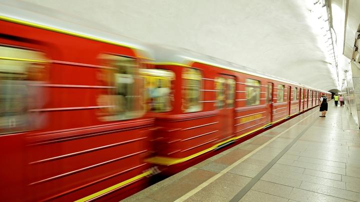 Пассажиров московского метро оставили без света в вагонах