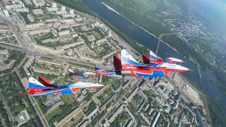 «Стрижи» пролетели над Новокузнецком очень шумно и красиво