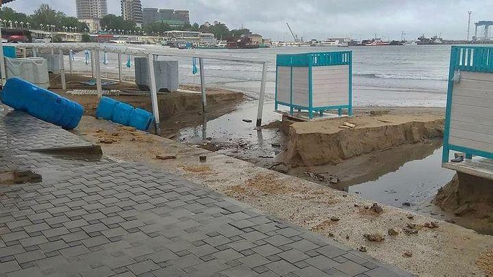 В Анапе ливень размыл Центральный пляж