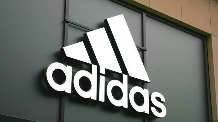 Государственный шантаж: Украина угрожает Adidas уголовным делом из-за «советских» футболок