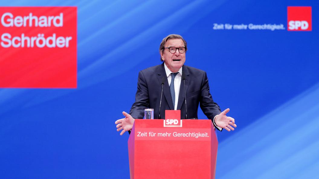 Бывшего канцлера Германии объявили русским солдатом