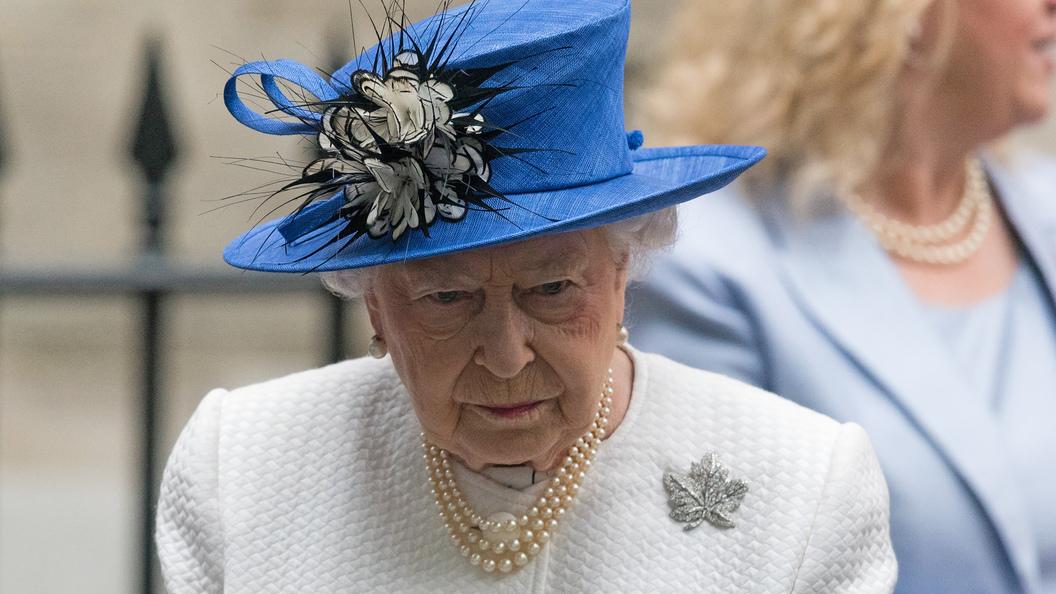 Королева Англии  ЕлизаветаII отречется отпрестола через 4 года