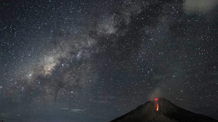 Супруги с ребенком провалились в кратер вулкана в Италии