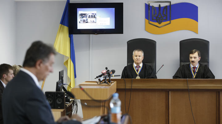 Киев выбрал экс-президенту Януковичу нового адвоката
