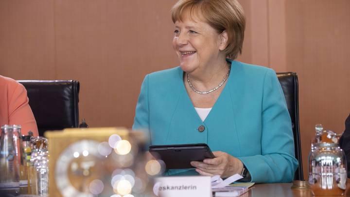 Немецкая рокировка: Как дрожащая Меркель хитро гарантировала себе ещё минимум два года правления