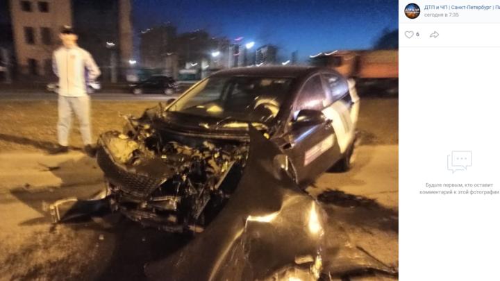 За ночь в Петербурге в ДТП попали сразу три каршеринговых автомобиля