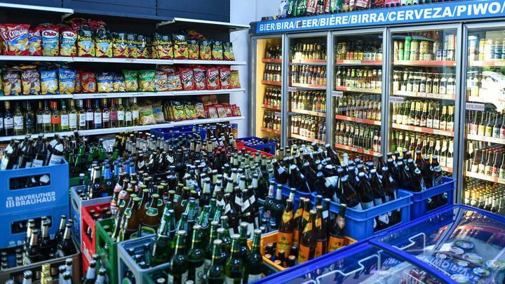 Алкоголь только до 22:00: В России требуют ужесточить правила продажи спиртного