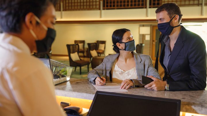 """""""Выйдите вон"""": Отец Андрей Ткачёв о том, как в отелях США показывали дулю неженатым"""