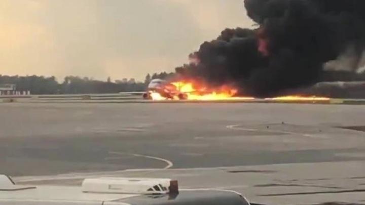 Кто-то врет: Независимый эксперт перечислил бросающиеся в глаза нестыковки версии с посадкой горящего SSJ-100