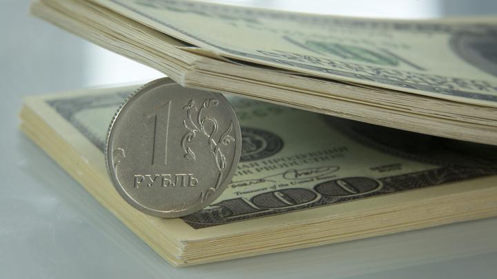 Банки в России наживаются, а люди беднеют. Как нас обманывают с кредитами, выводя деньги?