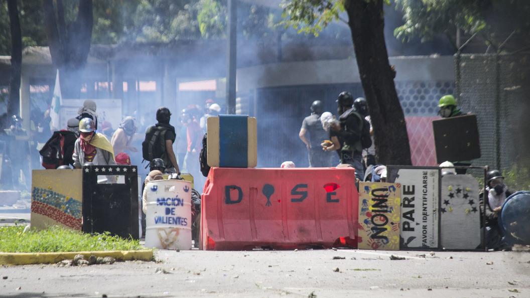 Полицейский, атаковавший навертолёте здания вВенесуэле, анонсировал акции протеста
