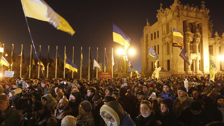 Стража на Банковой: В Киеве протестующие раскинули палатки перед офисом Зеленского