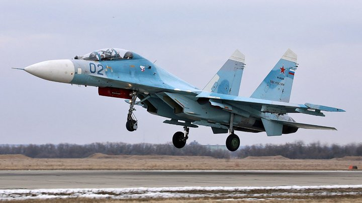 Русские Су-27 оттеснили F-18 от самолета Шойгу